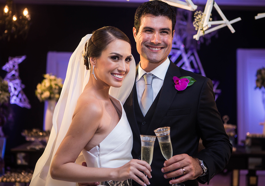 Rebeca Sampaio e Thiago Valente se casam em cerimônia cinematográfica!