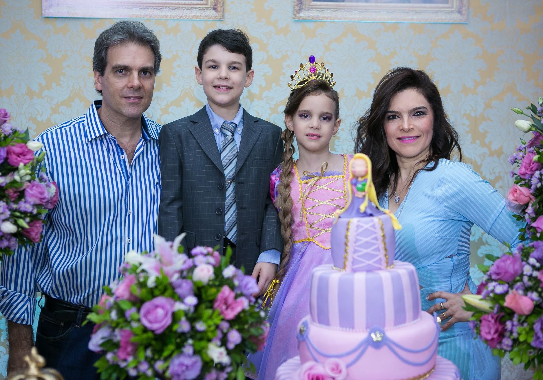 Festa! | Gabriela Coretti comemora aniversário com tema da Rapunzel