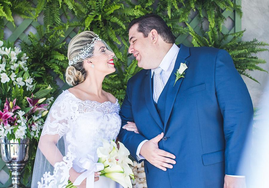 Karen Rolim e João Paulo Lima trocam alianças com cerimônia iluminada