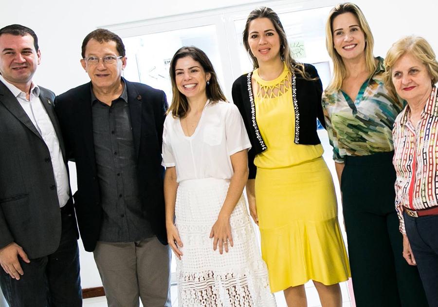 Aliança a favor da vida | Onélia Leite e Carol Bezerra firmam parceria entre programas de apoio à infância
