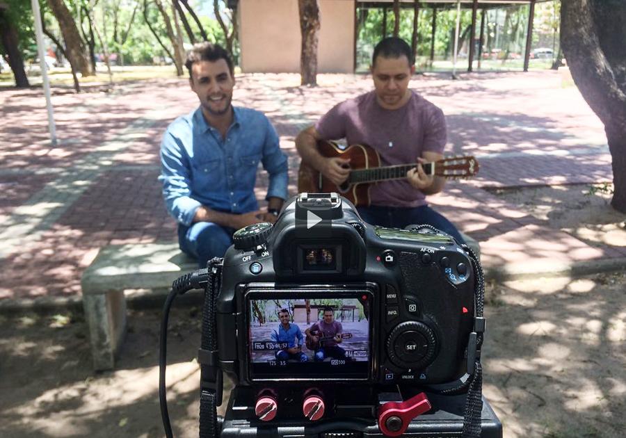 #GaleriaSessions | Bruno Calaça solta a voz e interpreta hits de Ivete Sangalo!