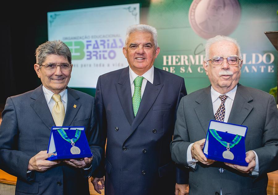 Cid Carvalho e José Augusto Bezerra são os agraciados com a Medalha Hermenegildo de Sá Cavalcante!