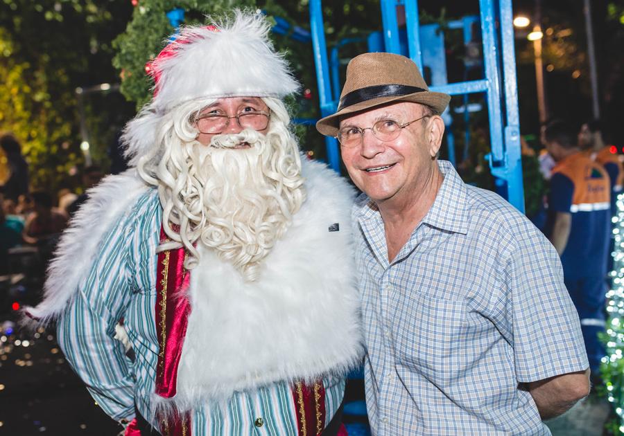 Público atento | Papai Noel chega ao Shopping Benfica e dá vida à magia do Natal