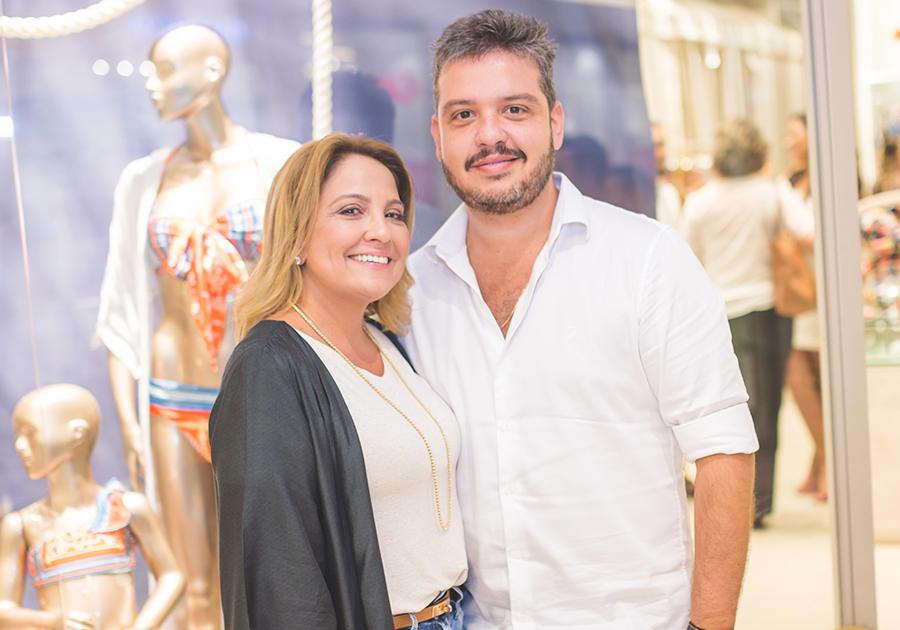 Liana e Renato Thomaz são só alegria com nova loja da Água de Coco em Miami