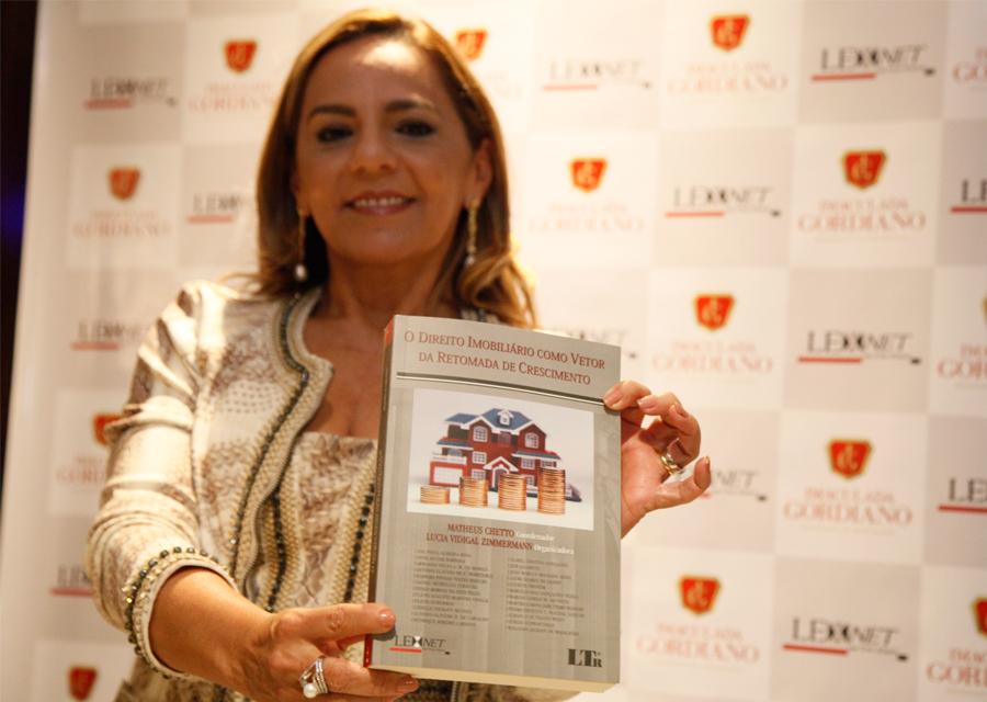Imaculada Gordiano realiza lançamento do livro sobre direito imobiliário
