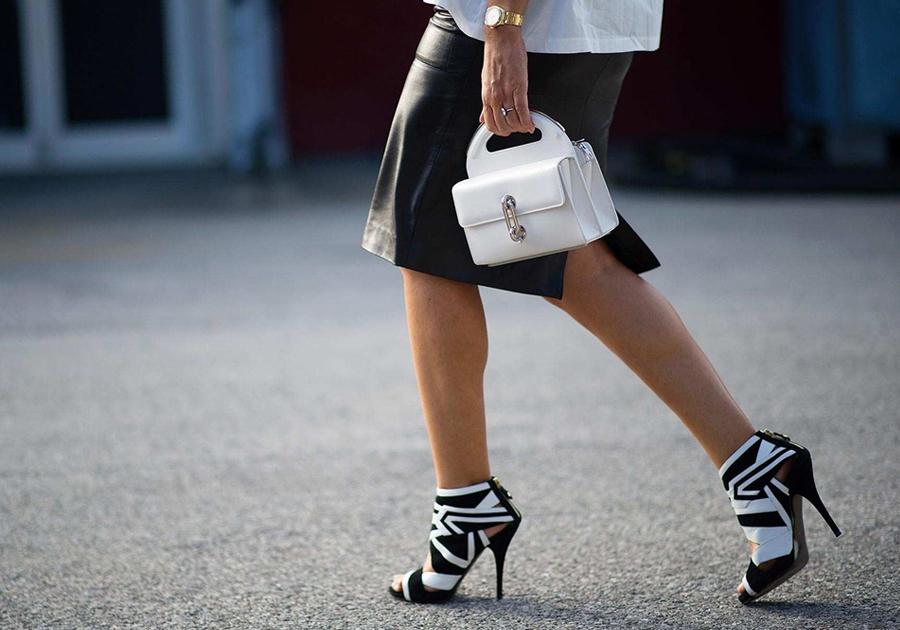 Atemporal, dupla black and white retorna com força aos sapatos | Veja mais!
