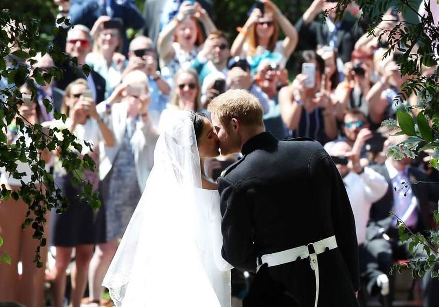 Príncipe Harry e Meghan Markle se casam em cerimônia emocionante