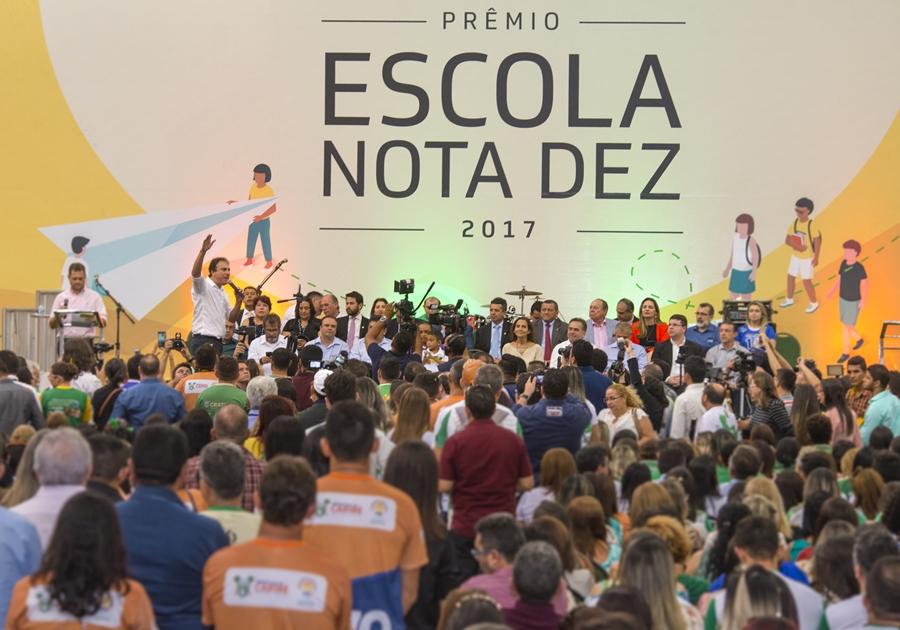 Prêmio Escola Nota 10 homenageia mais de 300 escolas do CE com melhores desempenhos