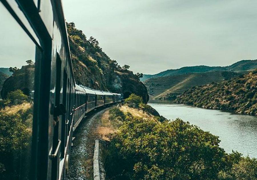 Portugal: trem de luxo faz viagem gourmet com degustação de vinhos e menu assinado por chef estrelado