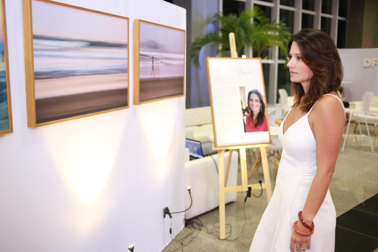 "Renata Vale apresenta no DFB Festival a mostra ""A brisa do mar"""