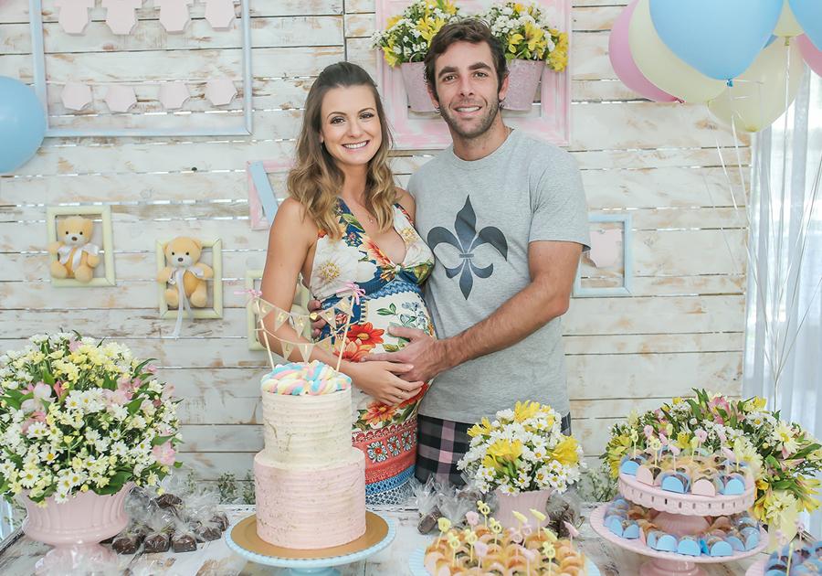 Rafaela Scienza e Dado Montenegro organizam brunch de boas-vindas da primeira filha
