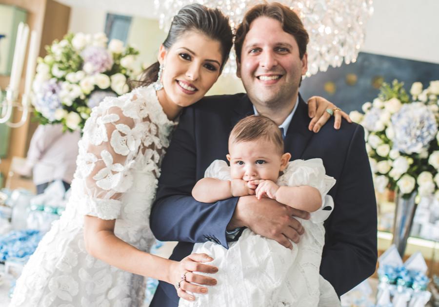 Flávia Laprovitera e Daniel Simões celebram batizado do primeiro filho, Henrique