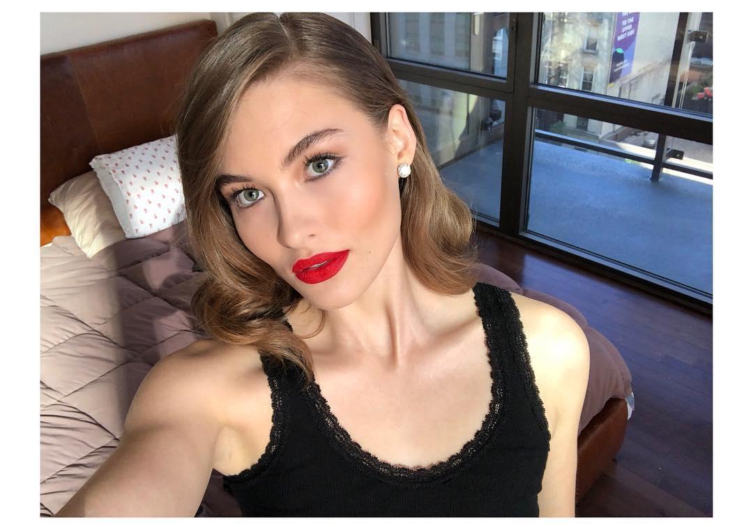 Conheça a modelo Grace Elizabeth, apontada por experts da indústria como herdeira nata das supermodels dos anos 90