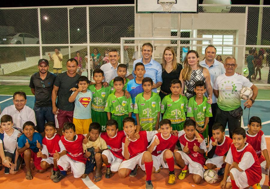 Onélia Santana participa de inauguração de Praça Mais Infância de Pentecoste e visita obras em Sobral