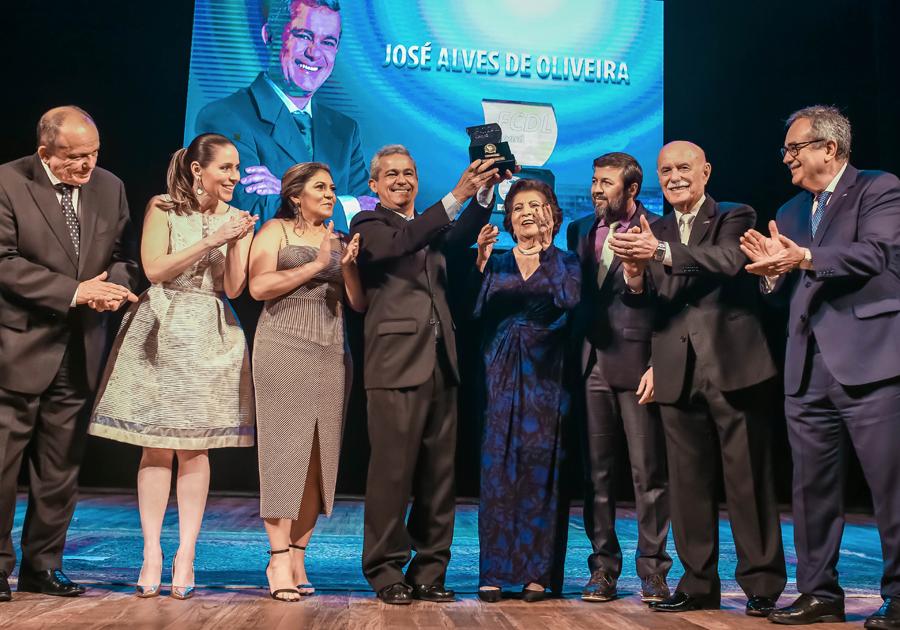 José Alves de Oliveira, o Zenir, é agraciado com Troféu Clóvis Rolim
