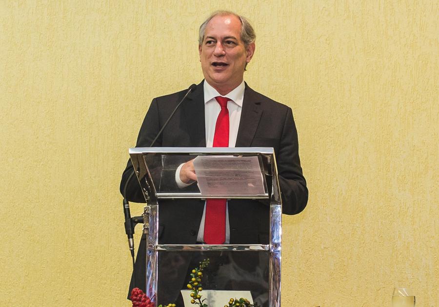 Ciro Gomes ministra palestra para membros do Porto do Pecém nesta sexta-feira (13)
