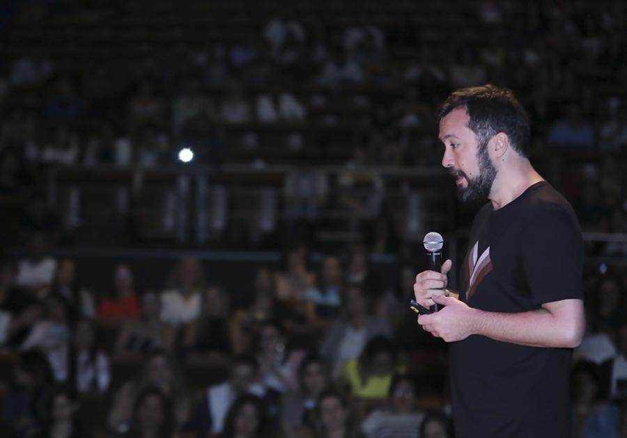"""Em sua palestra no MaxiModa, Daniel Cunha conta como construiu a basico.com: """"a gente não queria ser uma marca de luxo"""""""