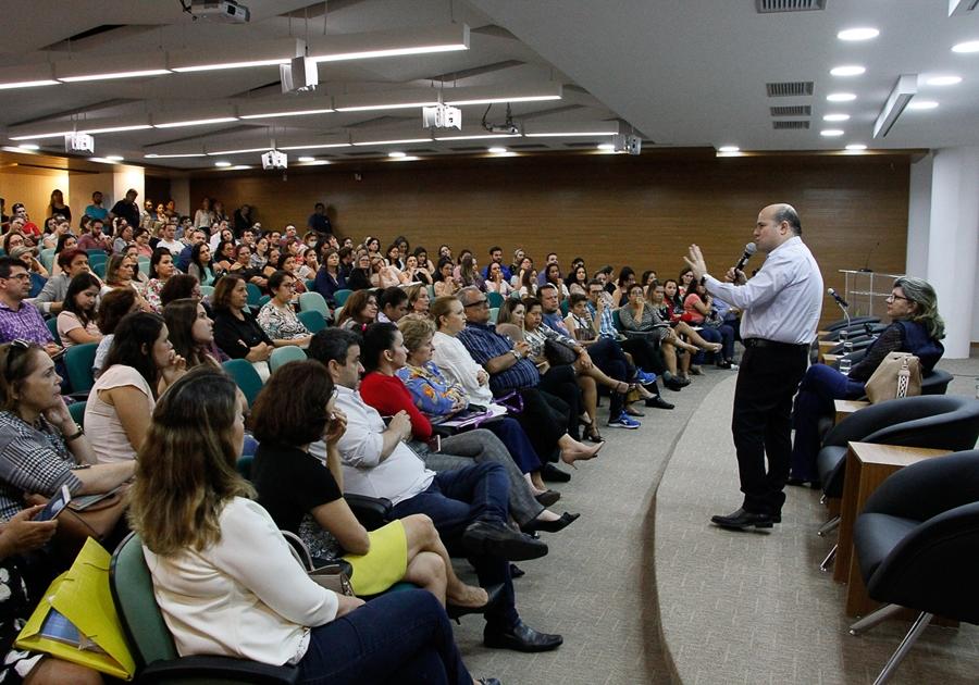 Prefeito Roberto Cláudio ministra palestra sobre Redução da Mortalidade Infantil em Fortaleza