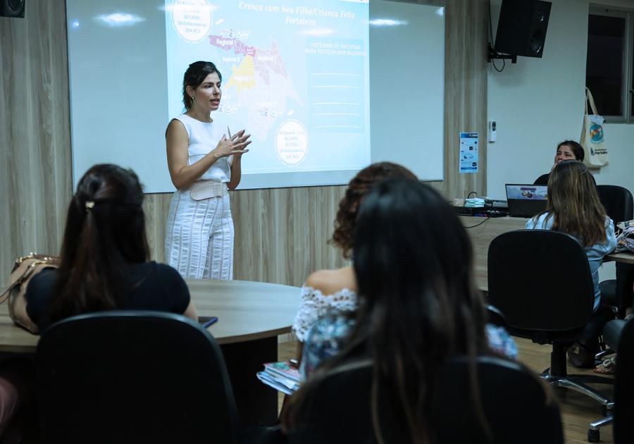 Carol Bezerra abre ciclo de formação para profissionais do Programa Cresça com seu Filho/Criança Feliz