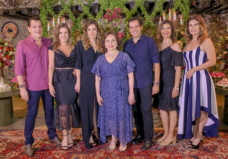 Na companhia de amigos e família, Marly Nogueira completa 80 anos com muita alegria