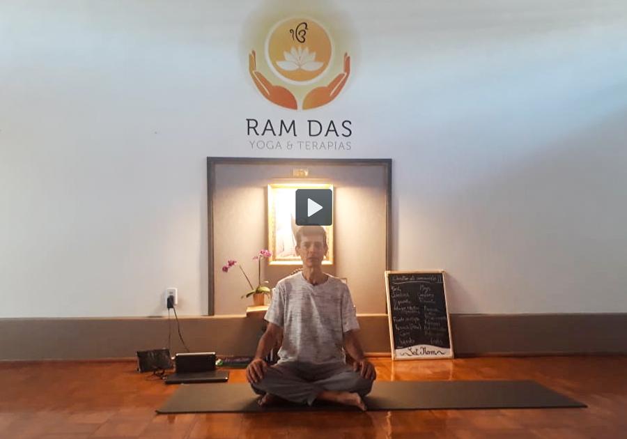 Yoga como filosofia de vida: uma conversa com o prof. Helder Lima