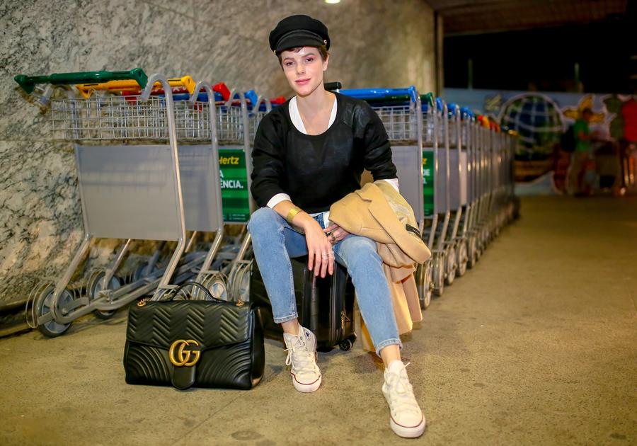 Paulinha Sampaio embarca para Londres, onde participa pela primeira vez da London Fashion Week