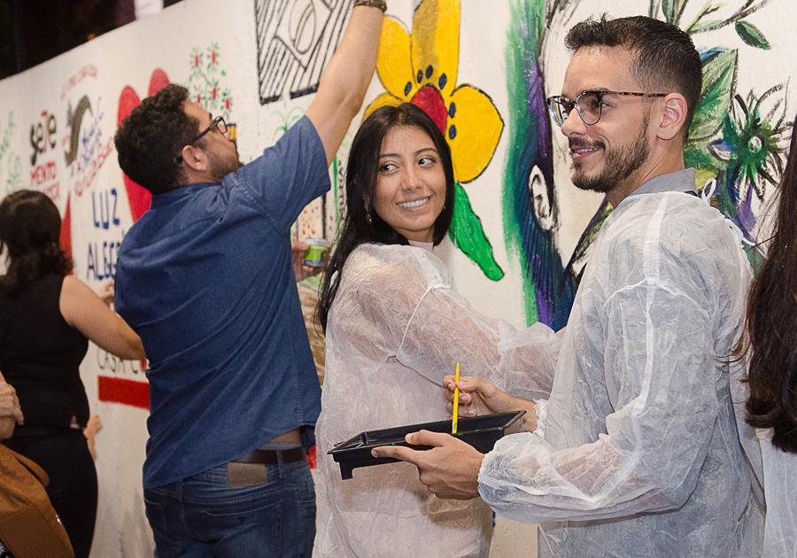 Parceiros pintam mural na CASACOR Ceará para comemorar 20 anos da mostra