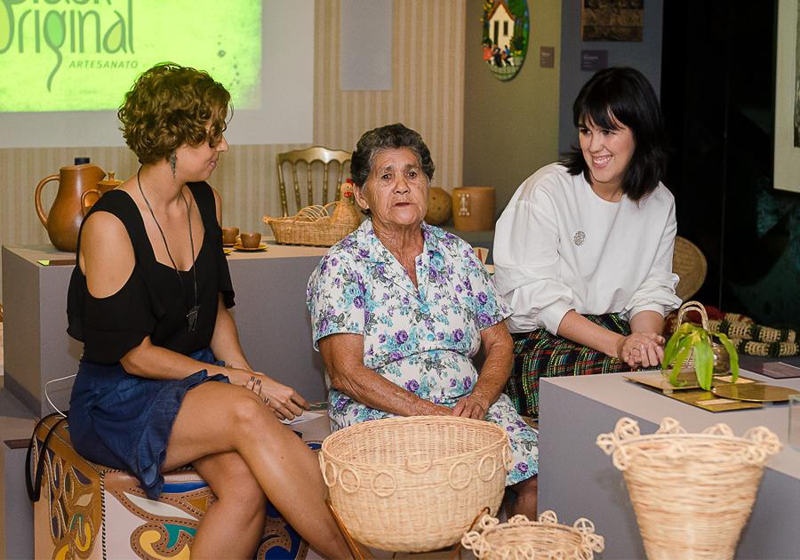 Mestra Dona Tarina compartilha o seu amor pela arte manual em encontro na CASACOR Ceará