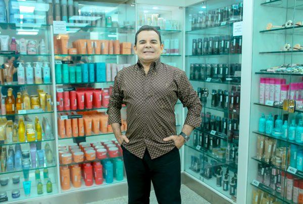 Com mais de 30 anos de carreira, Walker é referência quando o assunto é salão de beleza em Fortaleza