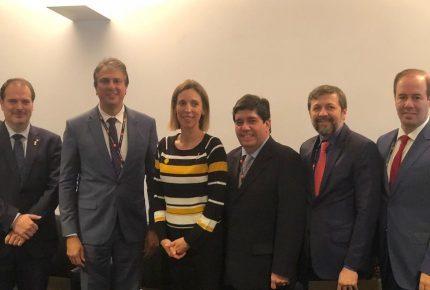 Na Espanha, Camilo Santana assina acordo de colaboração entre governos do Ceará e Catalunha