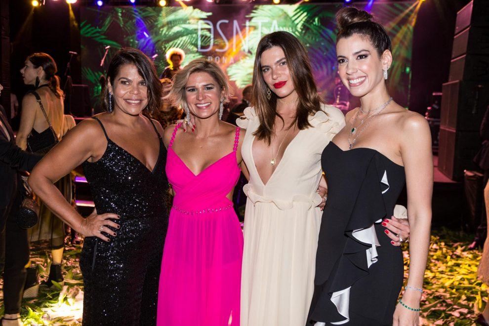 Camila Coutinho, IZA e Thaila Ayala foram algumas das convidadas VIP do Baile Beneficente Dona Santa, em Recife