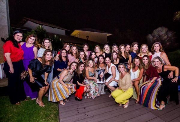 Alexandra Pinto reúne amigas para confraternização de fim de ano em sua casa