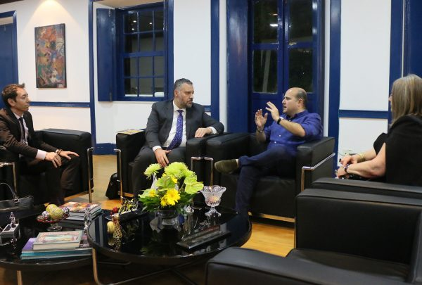 Prefeito Roberto Cláudio recebe o embaixador do Canadá no Paço Municipal