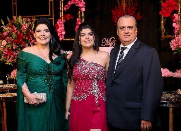 Marcelle Câmara chega aos 15 anos com elegante festa no Gran Marquise
