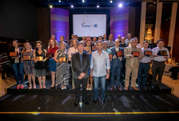 Comemorando 70 anos, Fecomércio lança livro em clima confraternização