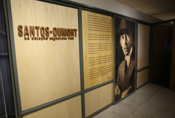 Exposição sobre Santos Dumont no Espaço Cultural Unifor é prorrogada até 13 de janeiro