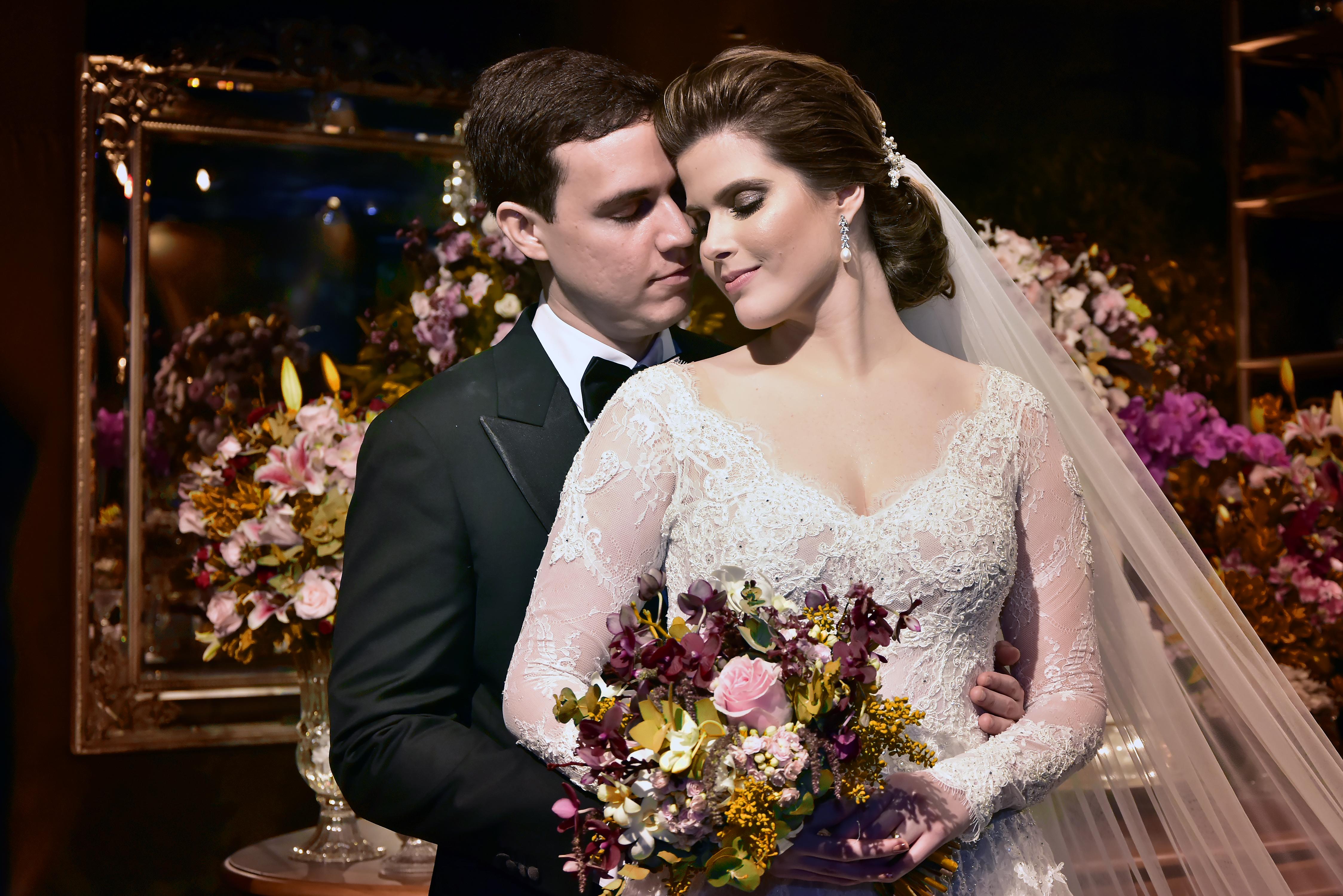 Ana Maria Bezerra e Paulo Victor Eufrásio trocam alianças com bela celebração