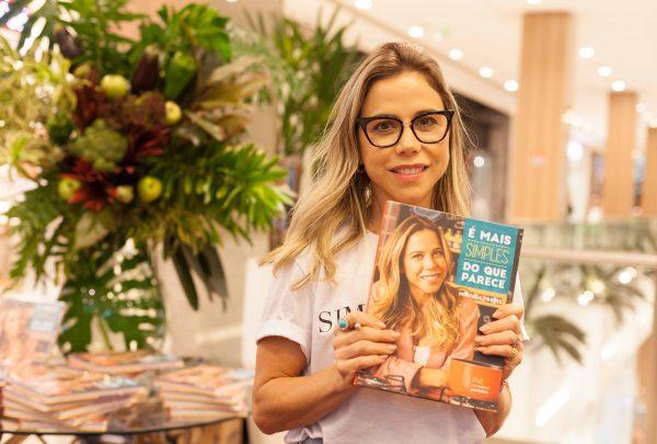 """Mirella Freire lança o livro """"É Mais Simples do que Parece"""" com sessão de autógrafos no Shopping RioMar Fortaleza"""