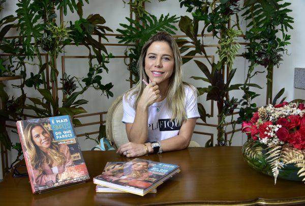 """Mirella Freire faz segundo lançamento do livro """"É Mais Simples do que Parece"""" com brunch na Sellene MegaDiet"""