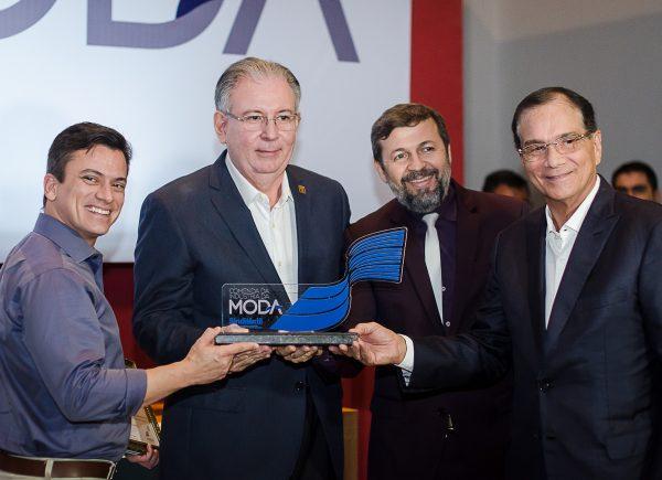 Ricardo Cavalcante é homenageado com a Comenda Indústria da Moda