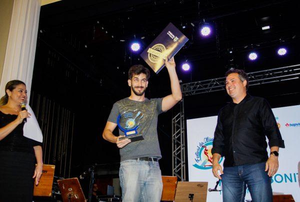 Cantor Tom Drummond ganha Festival da Música de Fortaleza e é confirmado como uma das atrações do Réveillon do Aterro