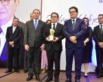 Manoel Linhares recebe a mais alta honraria da ABIH-CE, o Troféu Habib Ary; confira