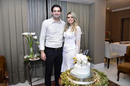 Noite de puro romance para marcar o noivado de Vitor Baquit e Nayara Sampaio