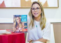 """Mirella Freire faz dobradinha de autógrafos do """"É mais simples do que parece"""" na Skin Station e na Diamond Design"""