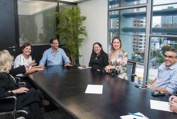 Onélia Santana se encontra com Beto Studart para discutir capacitação e geração de renda para jovens do Ceará