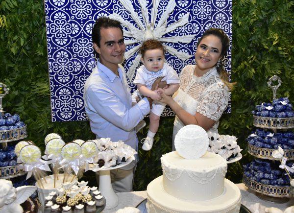 Aos 7 meses, Rafael Machado é batizado em cerimônia ministrada por Padre Eugênio