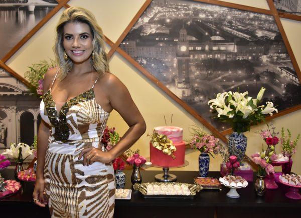 Anelisa Barreira celebra nova idade com festa surpresa organizada por Ana Cristina Wolf