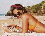 Bruna Marquezine grava tutorial de maquiagem para Vogue americana