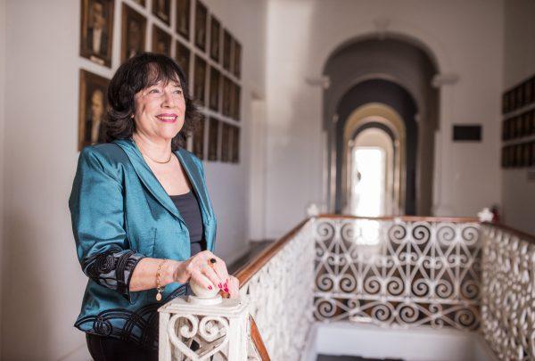 Angela Gutiérrez é a primeira mulher a assumir o posto de presidente da Academia Cearense de Letras; confira entrevista