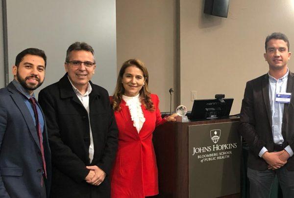 Prefeito Roberto Cláudio é homenageado pela Universidade Johns Hopkins nos Estados Unidos